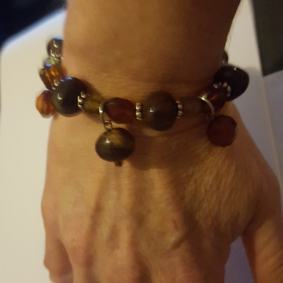 Jewelry - 🌞🌞Charming brown colored beaded braclet